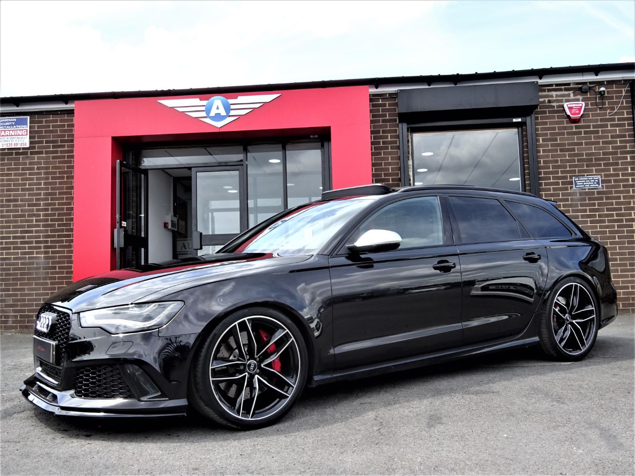 Audi RS6 4.0T FSI V8 Bi-Turbo Quattro Auto MAGIC BLACK PAN ROOF CARBON PACK BLACK PACK LATE 64 REG Estate Petrol Black