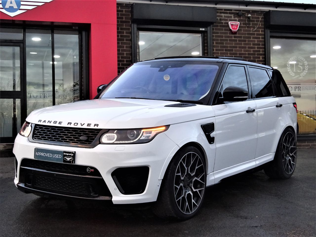 Land Rover Range Rover Sport 5.0 V8 S/C SVR 5dr Auto MASSIVE SPECIFICATION OVER 10K WORTH FUJI WHITE Estate Petrol White at Autoprestige Bradford
