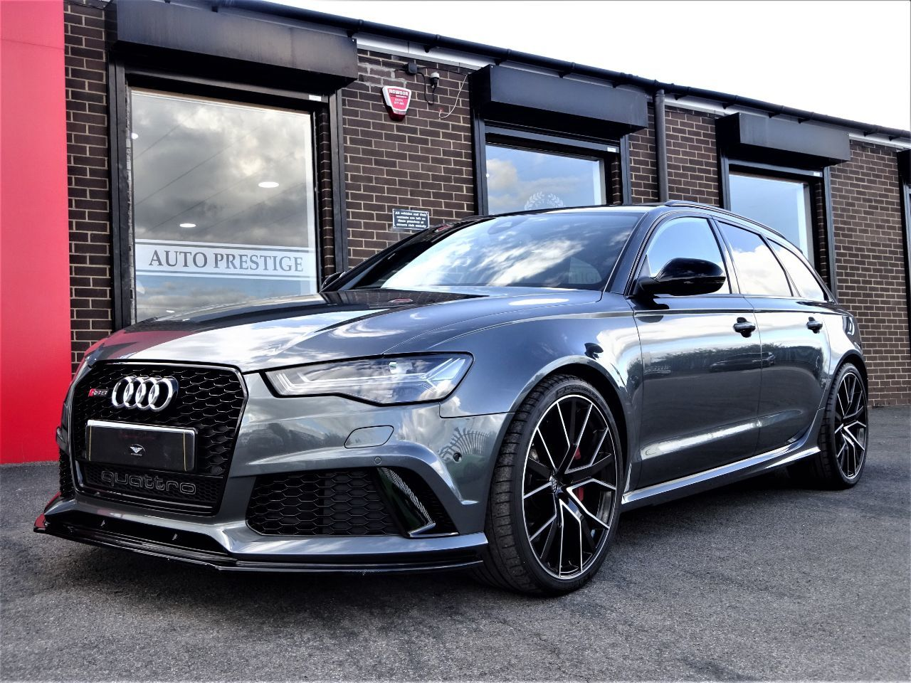 Audi RS6 4.0 RS 6 Performance 5dr Tip Auto 1 OWNER WITH HUGH SPEC DAYTONA GREY DYNAMIC PACK 2 YEAR WARRANTY Estate Petrol Grey at Autoprestige Bradford