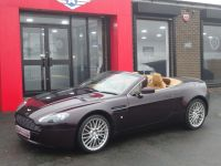 Aston Martin V8 Vantage 4.7 VANTAGE LOW MILEAGE ROADSTER CONVERTIBLE Convertible Petrol Red